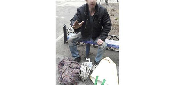 Кременчугские патрульные задержали мужчину с сумкой краденых кабелей