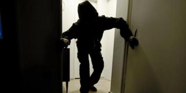 Криминал в Кременчуге: обокрали квартиру, посетителя ресторана и продавщиц
