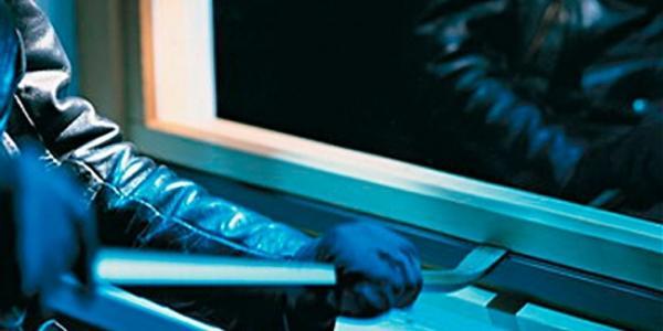 Взломал балконное окно – унес технику и деньги