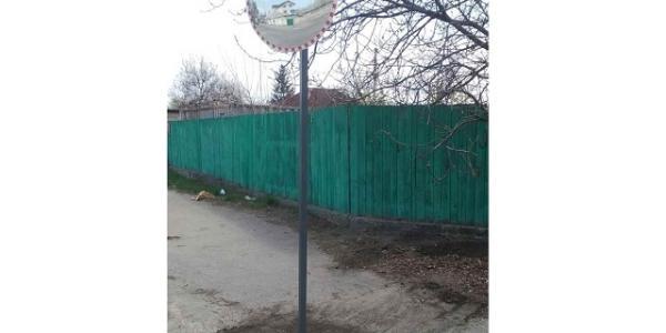 Активисты установили в Кременчуге дорожное зеркало