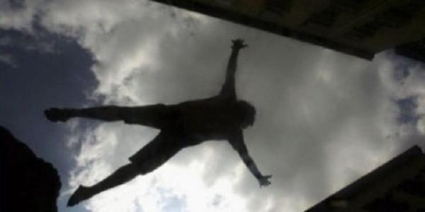 В Кременчуці підліток впав з висоти другого поверху