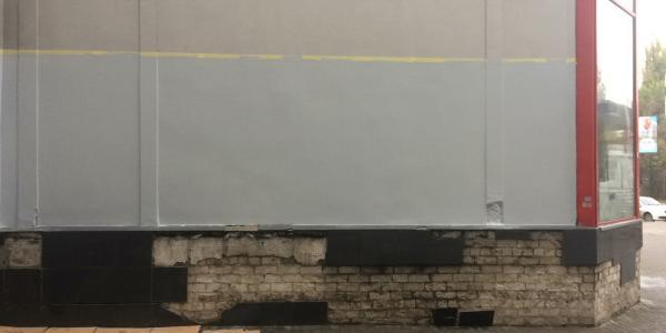 Кременчугские коммунальщики отреагировали на позорную надпись в центре города