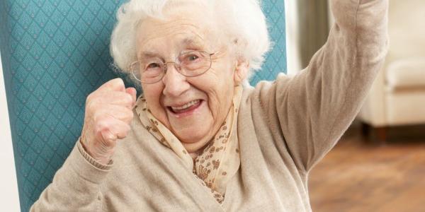 Сторічним  – по 1000, а молодшим – по 500: кременчуцьким довгожителям підняли стипендію