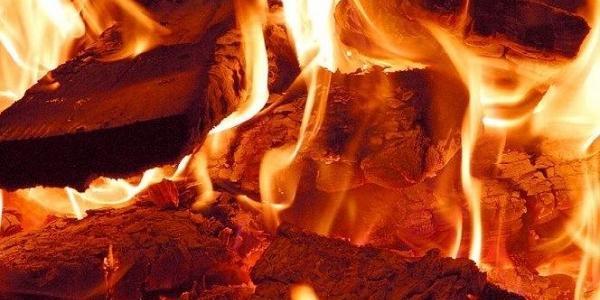 Пожежа сталася через необережне поводження з вогнем 56-річного господаря.
