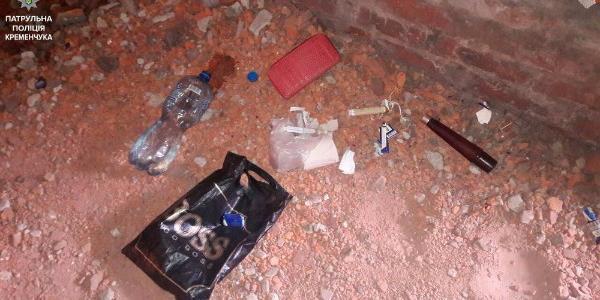 В Кременчуці затримали парочку із шприцями та порошкоподібною речовиною
