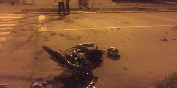 У центрі Кременчука мотоцикліст не розминувся із вантажним мікроавтобусом: є постраждалі