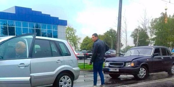 Біля «Спортлайфу» Волга в'їхала у Ford
