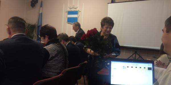 Богдана Гончар и Валентина Костюк сегодня с утра получили цветы и поцелуй от мэра Кременчуга
