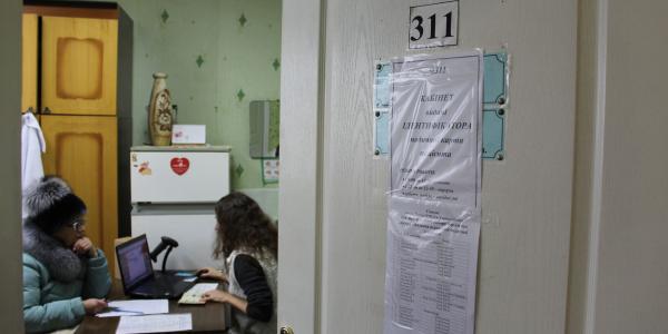 Не в Кременчуці: в Горішніх Плавнях вже видають пластикові медичні карти