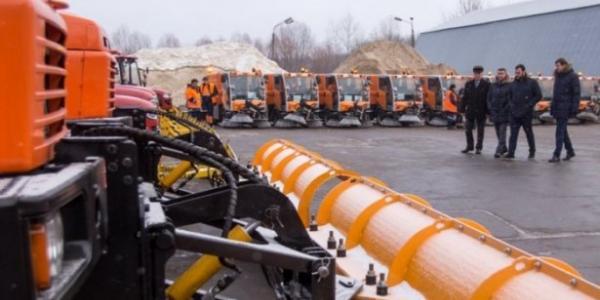 Кличко оглянув кременчуцькі вантажівки, які прибиратимуть Київ