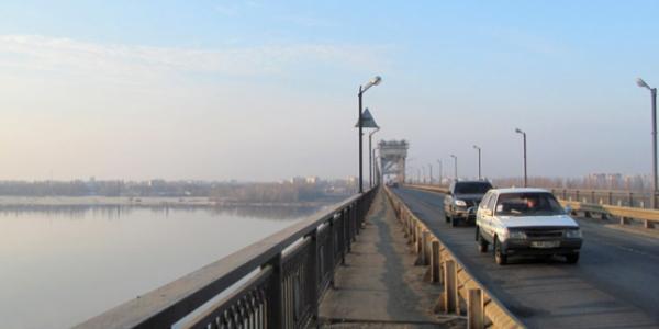Рух на Крюківському мосту цієї ночі обмежать