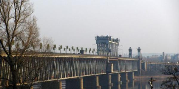Сьогодні у Кременчуці обмежено рух Крюківським мостом