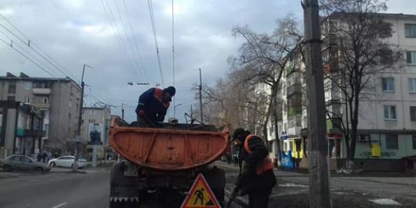 У Кременчуці за допомоги гранвідсіву ремонтують дороги