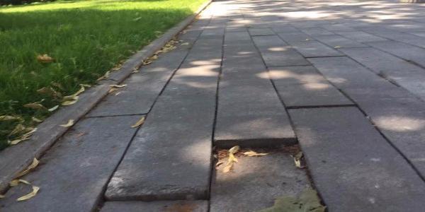 Кременчугские реалии: плитку положили, теперь – ходите и спотыкайтесь