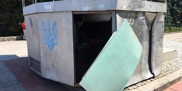 В Кременчуці вандали пошкодили головний міський «телевізор» на площі Незалежності