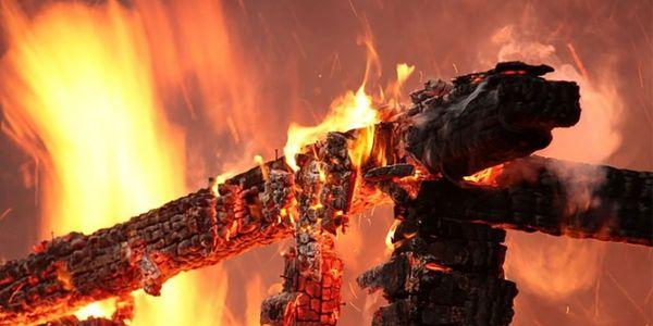 У Кременчуці згорів дровник