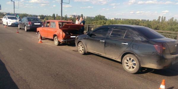 Відбулось зіткнення трьох автомобілів.