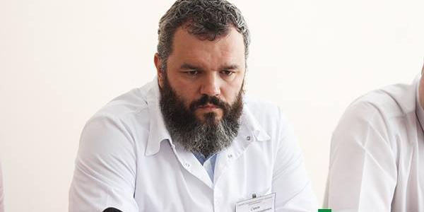 Інформацію про свої заробітки під час робочих поїздок до Києва лікар вирішив тримати в таємниці.