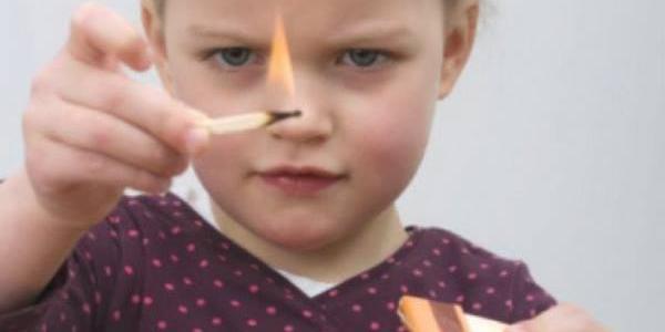 У Кременчуцькому районі онук на гостинах у бабусі ледь не спалив сарай