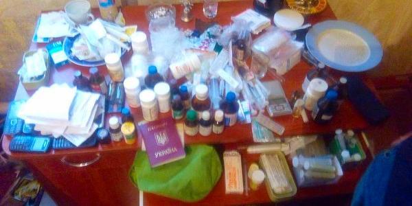 Кременчуцькі поліцейські затримали на гарячому продавчиню «нарко-краму»