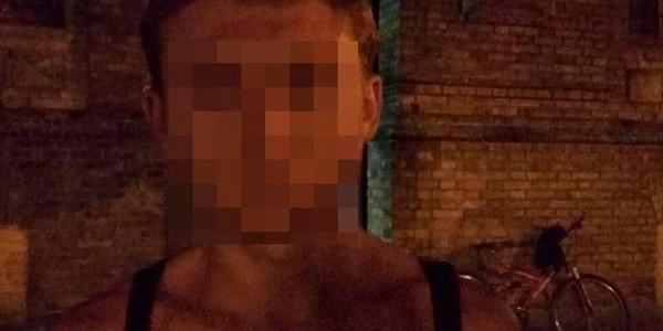 Патрульні затримали чоловіків, що у центрі міста розбили рекламний носій.