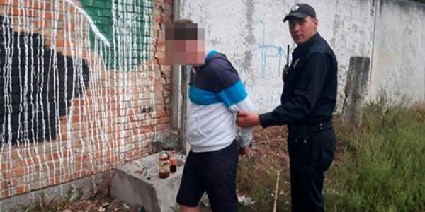 Трое молодиків не даремно ховалися за парканом неподалік Кременчуцького педучилища