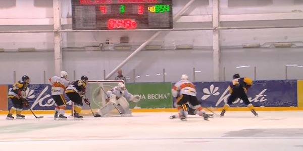 Хокеїсти з клубу «Кременчук» вчора поступилися в гостях «Білому Барсу»
