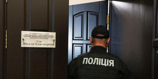 Правоохоронці проводять обшуки в кабінетах міського голови, його заступників та секретаря міськради