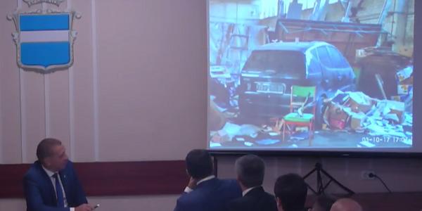 Mercedes в купі сміття – мер розповів «пікантні» подробиці стосовно роботи сміттєпереробного цеху на Ярмарковій