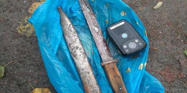 У Кременчуці порушник громадського порядку носив із собою холодну зброю