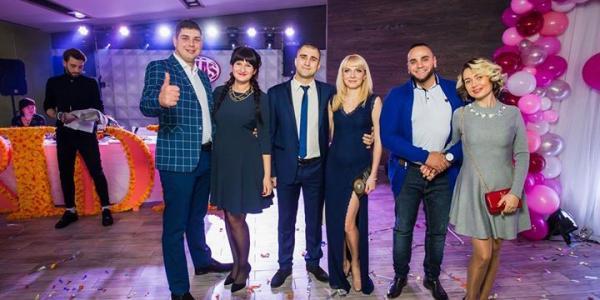 Переможців весільного конкурсу за версією журналу BRIDE обирав учасник шоу «Топ модель по-українськи» Дммитро Харламов
