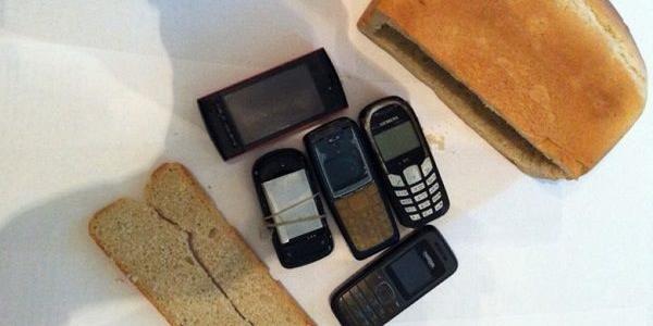 «В - винахідливість»: засуджені намагалися провезти мобілки до в'язниця у буханці хліба