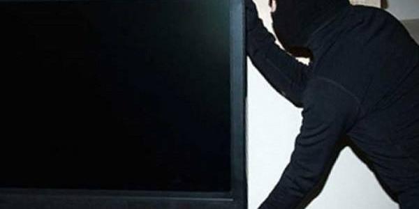 У Кременчуці крадії з магазину винесли телевізор