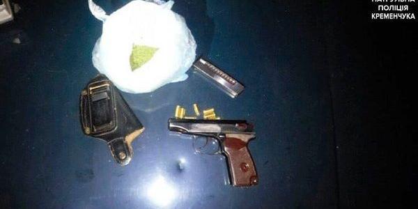 У Кременчуці затримали двох чоловіків, які везли у машині наркотики та зброю