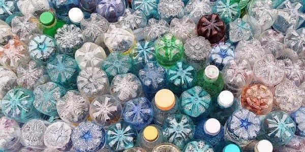 Кременчужан спонукають позбутися пластикового непотребу та допомогти українській армії