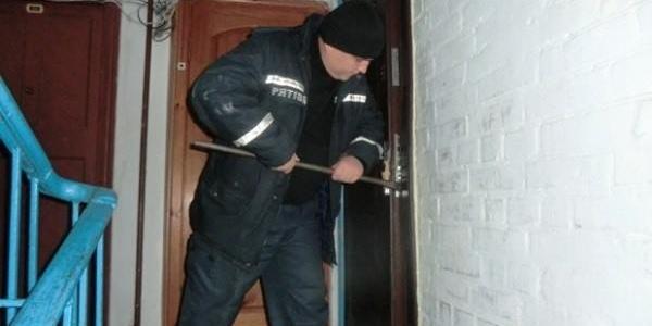 У Кременчуці рятувальники «виламали» двері, щоб медики надали екстрену допомогу жінці