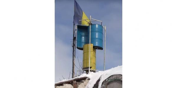 Наш земляк власноруч сконструював недорогу вітрову станцію, що забезпечує весь дім електрикою