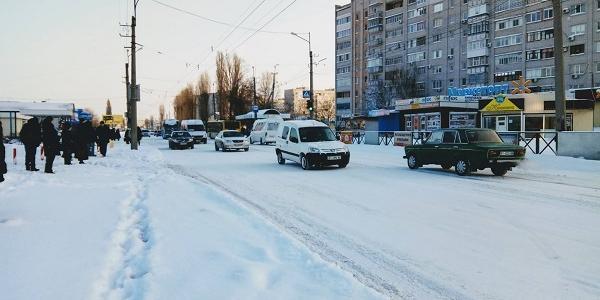 Снегопад в Кременчуге: дороги превращаются в каток