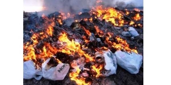 Загорання сталося на відкритій території біля торгового намету.