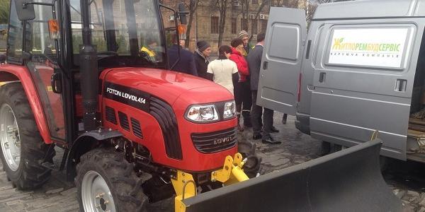 «Житлорембудсервис» показал свои новые аварийки и трактор