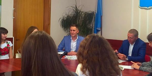 Депутат Шевченко рассказал студентам, что его чуть не отчислили из университета за общественную деятельность