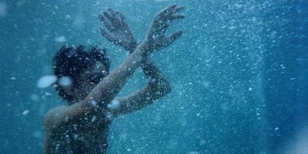 Хлопчик почав тонути під час перепливузатону разом з мамою та сестрою.