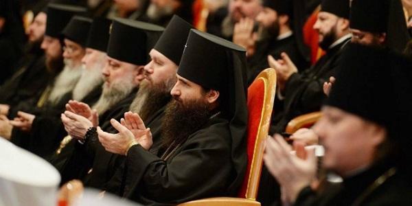 Кременчугский епископ Николай с предстоятелем УПЦ Онуфрием выпросили у патриарха Кирилла особый статус для украинской церкви