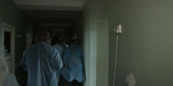 Реалії Кременчуцької дитячої лікарні: нове обладнання передали в обшарпане відділення
