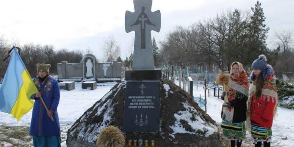 Біланівський ГЗК профінансував встановленняпам'ятногознаку жертвам голодомору у селіЗапсілля
