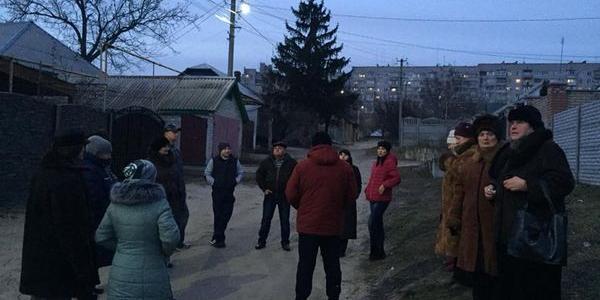На невеличкий вулиці Кременчука ввімкнули ліхтарі