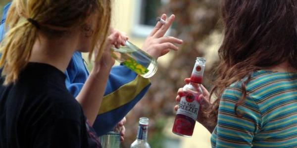 «Прилили» практику гарно: кременчужанку оштрафували за споювання подруг