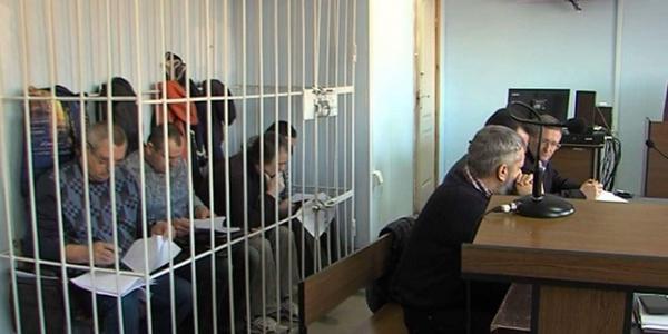 Суд продлил на два месяца арест Мельника и других подсудимых