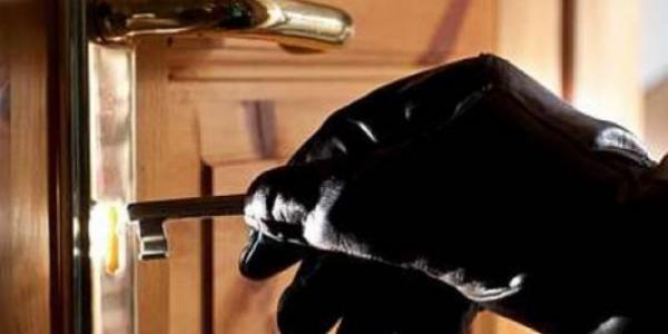 Підібрали ключ: хатні крадії вщент «обнесли» помешкання у центрі міста