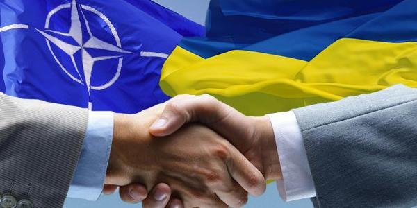 Порошенко підписав закон про курс України на вступ до НАТО